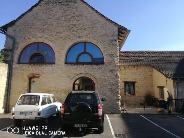Chambre individuelle dans maison familiale - Crémieu - Casa