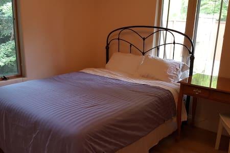 Quiet bedroom available in beautiful bungalow. - Kensington
