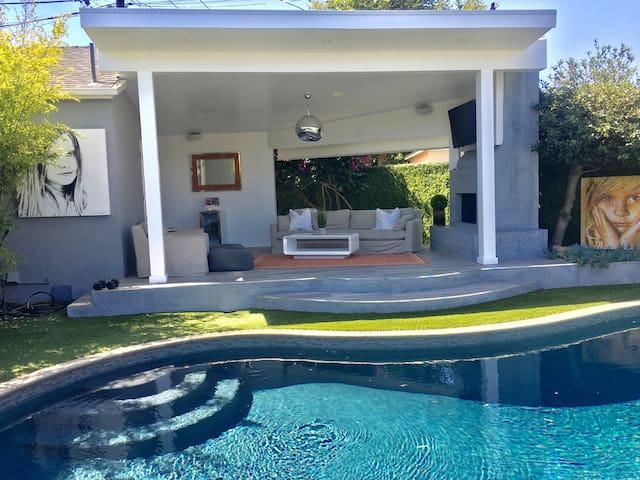 LUXURY Guesthouse + Cabana & Pool !