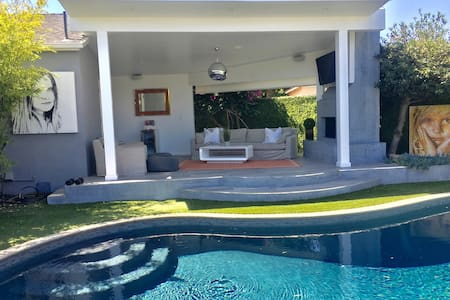 LUXURY Guesthouse + Cabana & Pool !