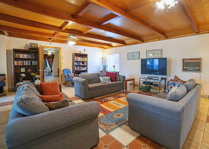 Historic Hilltop Mansion, Joshua Tree Monthly Stay