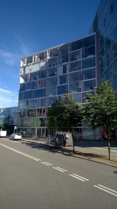 Here you can vaguely see my apartment, on the right side of the building facade, on the 4th & 5th floor.
