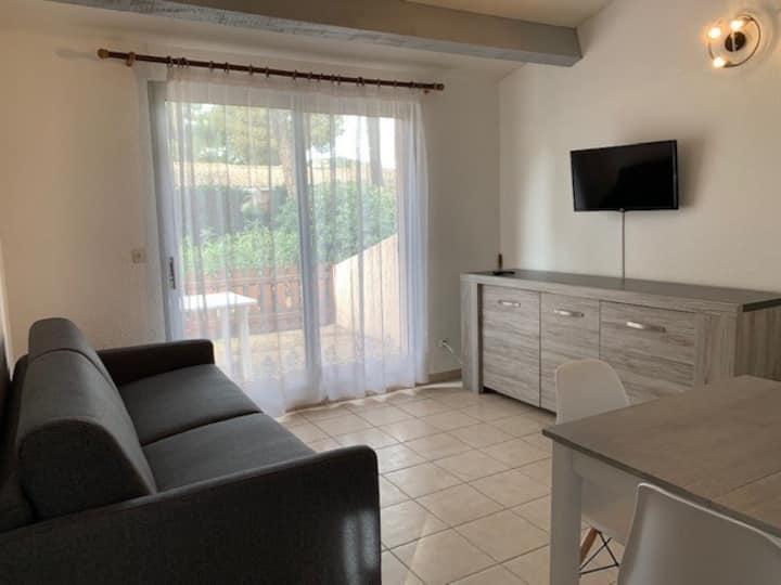 Villa, 6 people, CIGALINES residence
