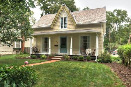 Downtown Historic Hudson Cozy Cottage - Hudson - Casa