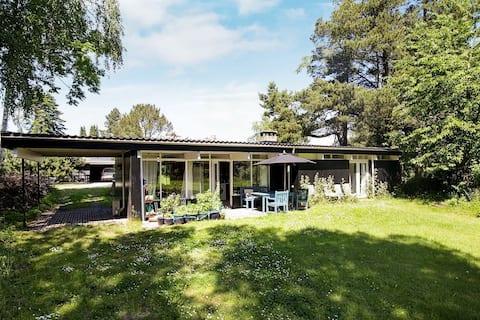 Geräumiges Ferienhaus in Hovedstaden mit Terrasse