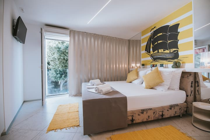 Happy Sun of Pag 5, modern room with a pool for 2