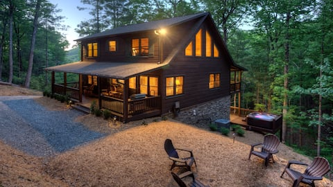 Tranquility Treetop a secluded luxury cabin.