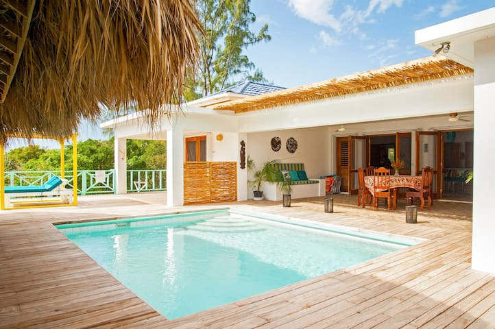 La Sirena 5-10 guests, beach access w/ sea view