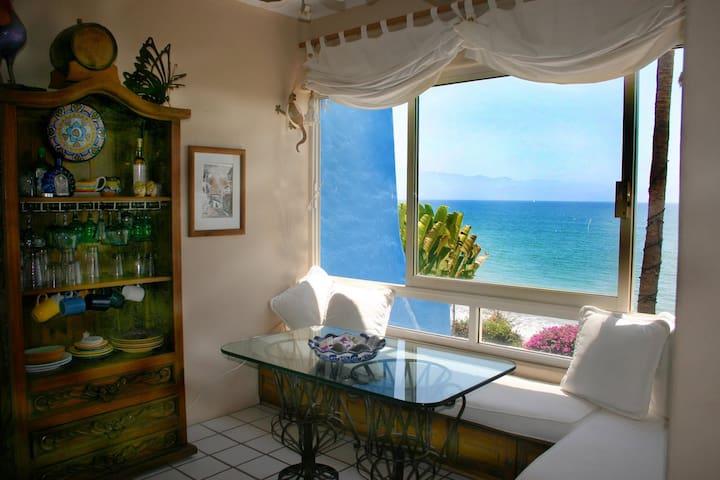 Studio oceanfront condo