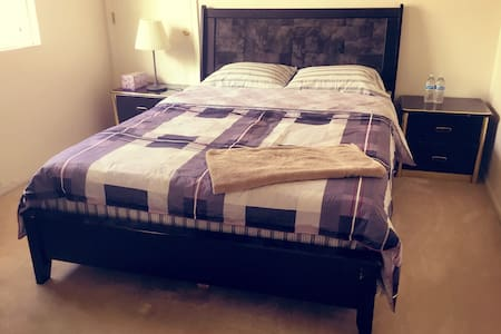 Queen size clean bedroom 标准大床房No.4 - Rowland Heights
