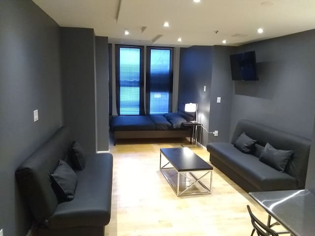Large studio up to 6 people best location