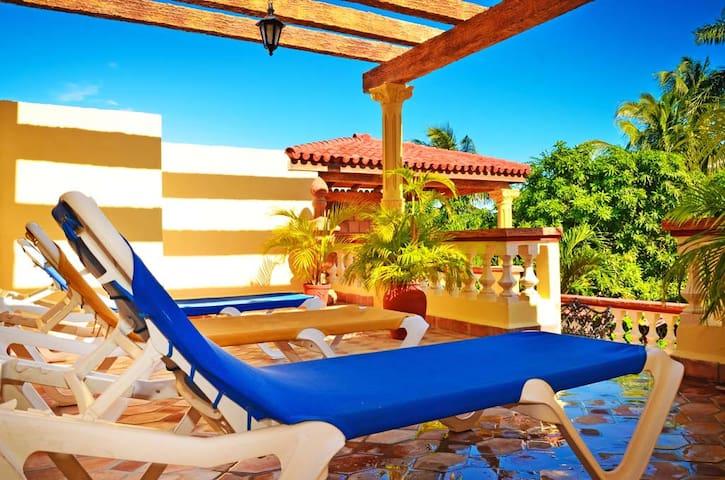 Near Ancon Beach-2 Luxury Suite with WIFI-Jacuzzy