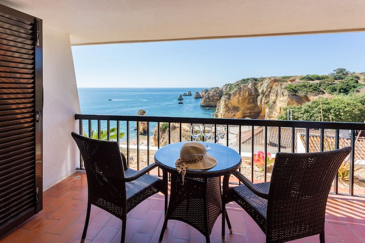 Spacious one-bedroom apartment-Amazing ocean views
