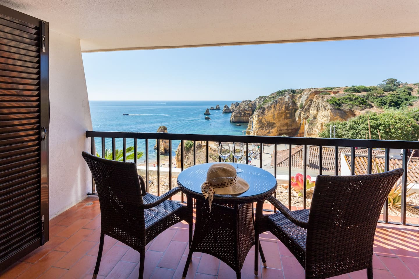 Ideal for couples who love ocean views, walking, and relaxing in one of the most beautiful places in Lagos, Portugal.