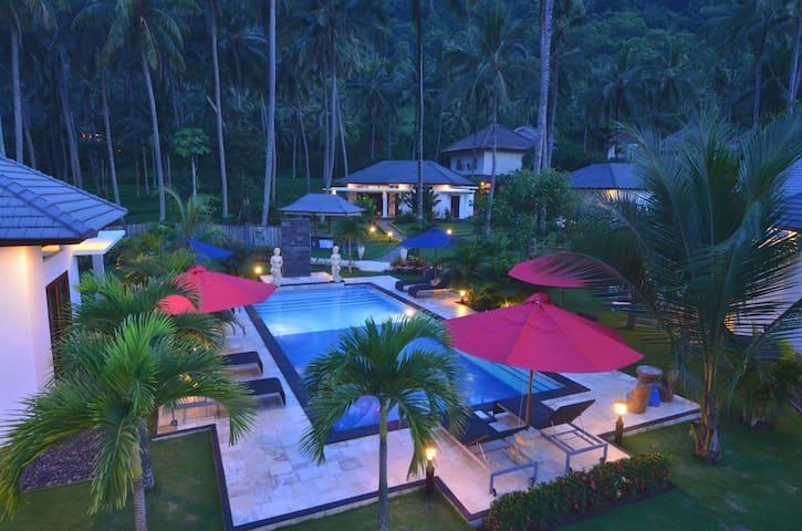 Pool, Garden and Mountain Views - Batu Layar - Lägenhet