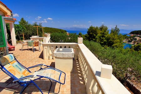 Stone House Horizont - One Bedroom Holiday Home with Terrace and Sea View