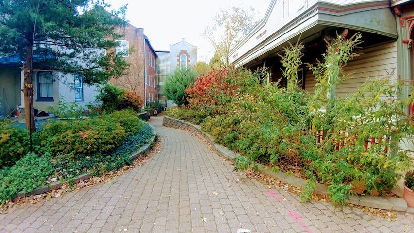 Lambertville Courtyard Suite