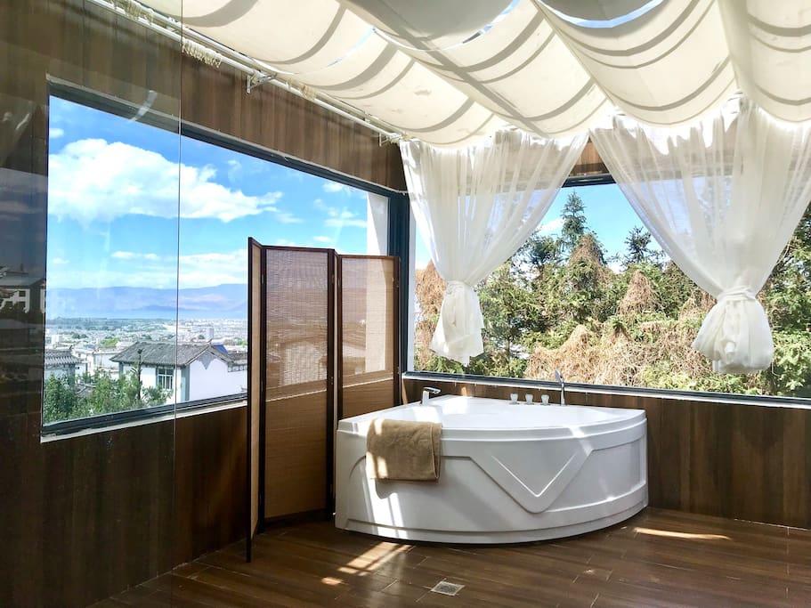全景观玻璃房超大浴室