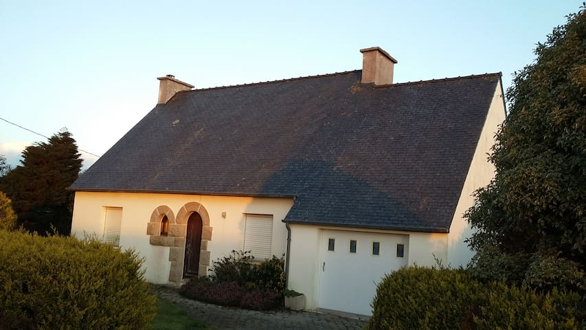 Maison particulière avec jardin - Saint-Thonan - Hus