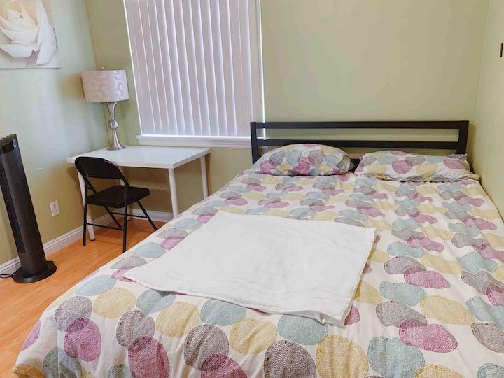 Affordable private bedroom罗兰岗花妈之家,舒适套房,停车方便