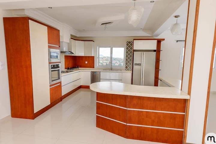 Luxueux appartement de 200m2,  cuisine americaine