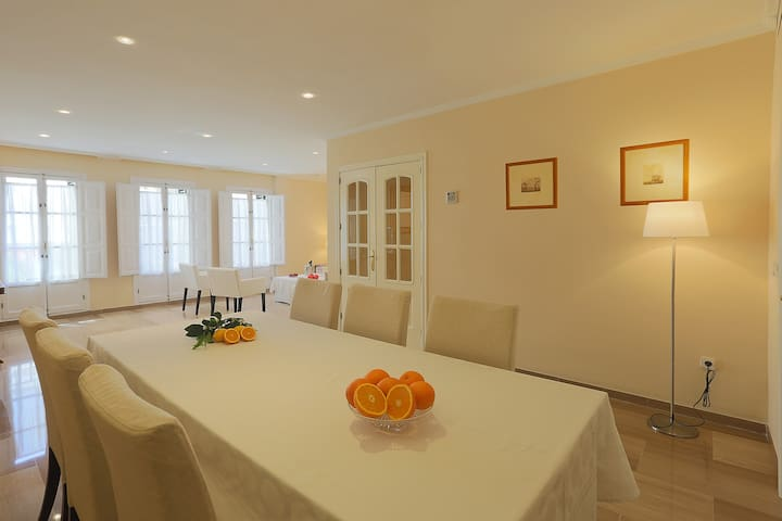 Luxury Apartment in City Center(3 BR+3 WC).Parking