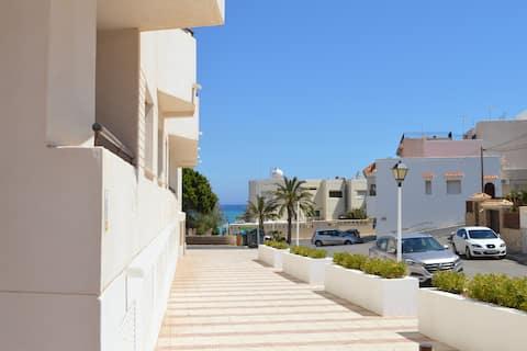 ☀2 Bedrooms 1 min beach. Quiet area. Parking incl☀
