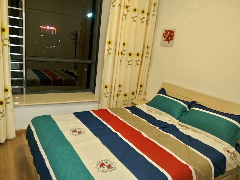 北欧风格舒适双人床,优质进口乳胶床垫。