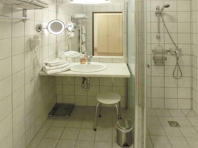 Badezimmer mit Accessoires