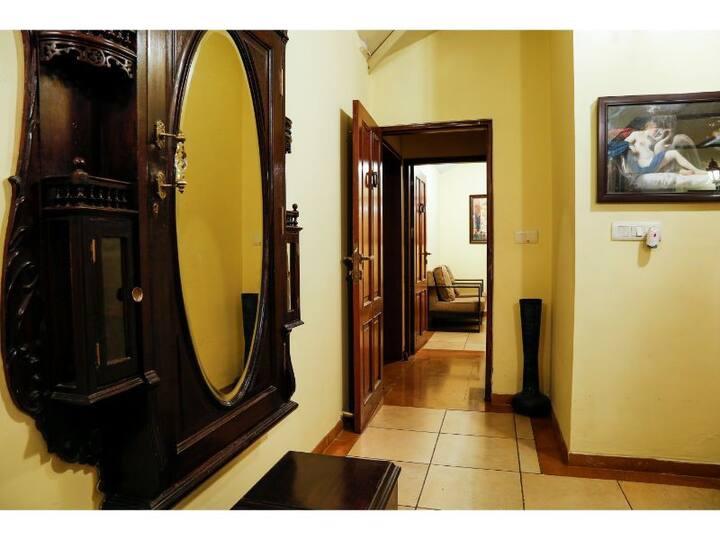 The Colonial Manek Manor-Emperor Suite Room