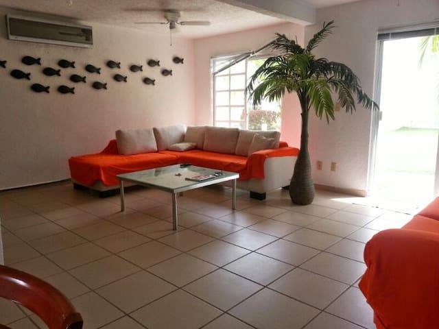 Casa amplia y tranquila en Acapulco Diamante... - Acapulco - House