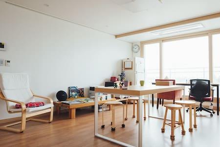 [또 제주하루] 아늑한 트윈룸 (1-2인 개인실) - Seogwipo-si - Daire