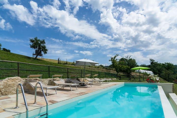 Charmante ferme à Mercatello sul Metauro, avec piscine