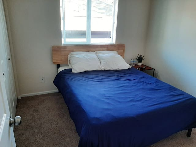 Small Private Bedroom in Eastside Tacoma 1