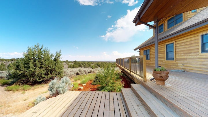 Wrap Around Deck, Mustang Mesa Cabin