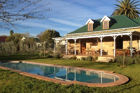 Shades of Africa - Carriage House - Oudtshoorn