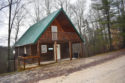 Open Cabin w/hot tub + firepit, close to RRG