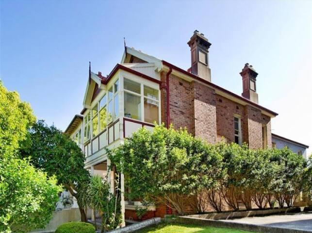 Gorgeous very large room in stunning house-Bondi - Bondi - Haus
