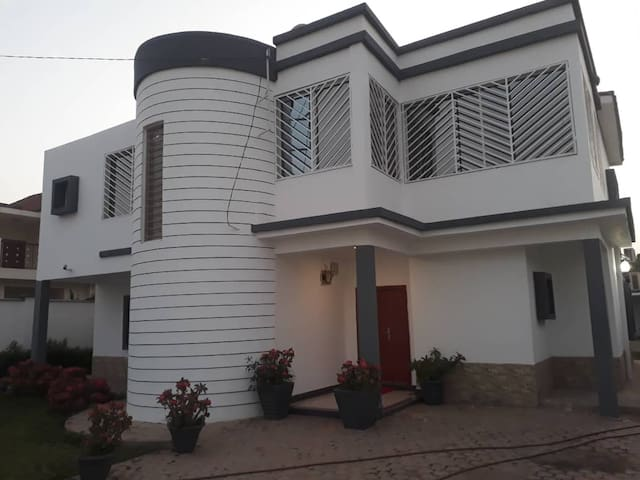 An exquisite villa to enjoy your stay in the Gambi