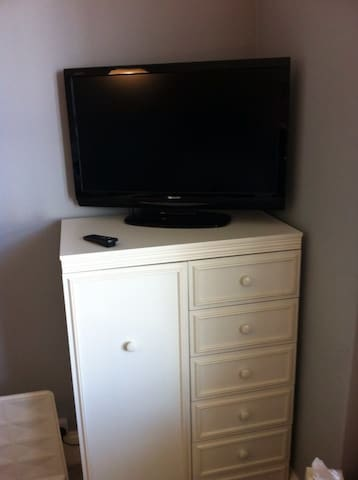 Good size TV. Continental breakfast available on request.
