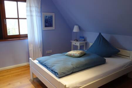 Hübsches, ruhiges Zimmer mit eigenem Bad