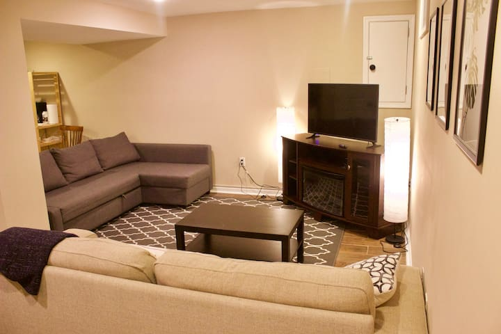 Spacious suite in Silver Spring, near Metro & AIRP