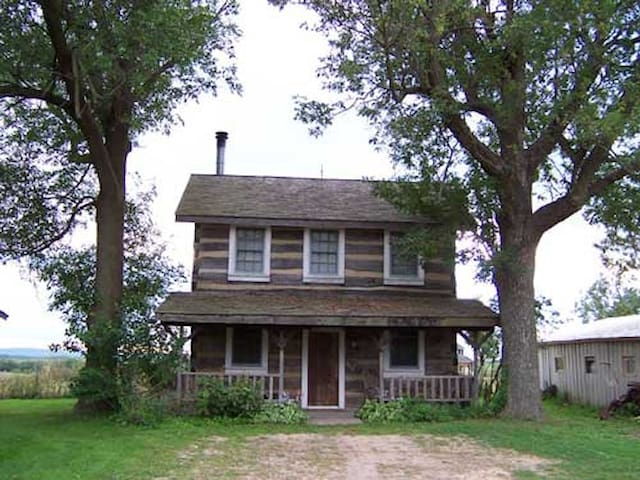 Log Cabin Guest Houses - Smith