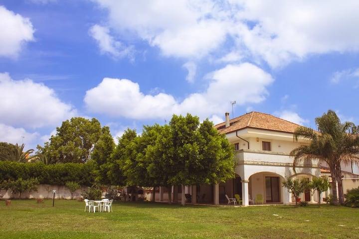 """Villa """"Le Giare""""           CIS LE07503591000000290"""