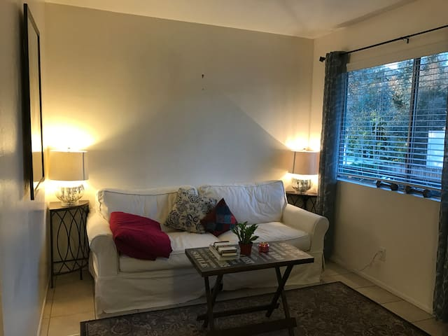 Cozy Studio, short walk to downtown! - Santa Barbara - Lejlighed