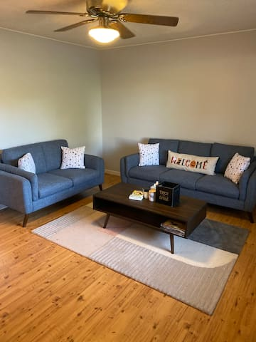 Spare Room Close to U of I and Memorial Stadium!