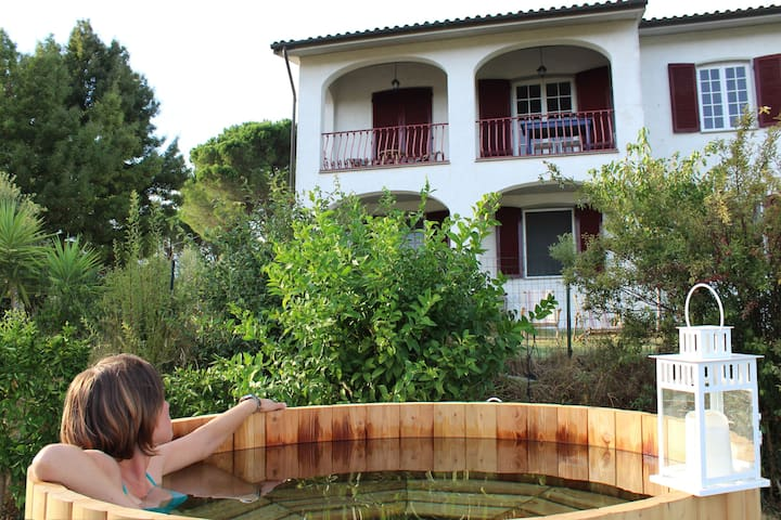 Cozy house with hot tub and big garden near Pisa - Lari