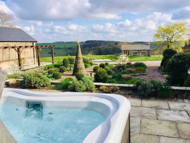 Rabbitdale Barn  HOT TUB 5* luxury sleeps 4/6