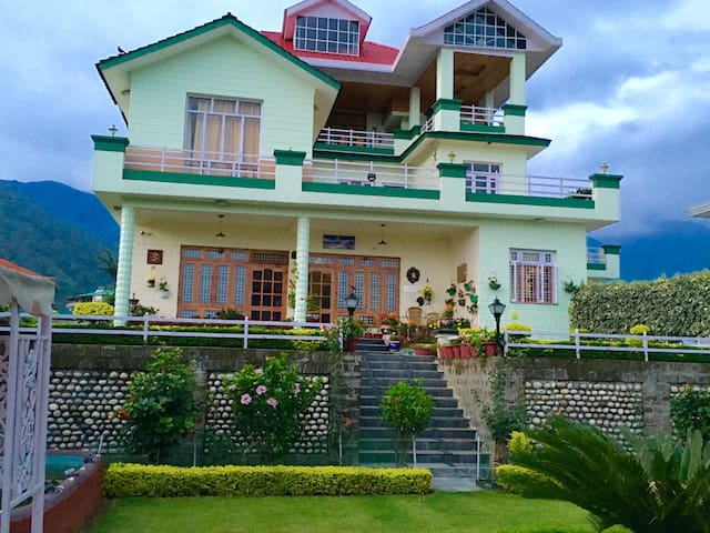 NOORVILLA HOME STAY Master Bedroom - Palampur - Vila