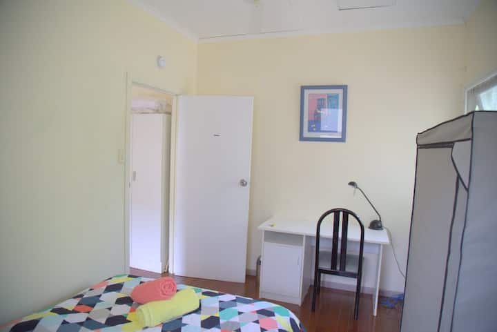 Very clean and private single room, air cond